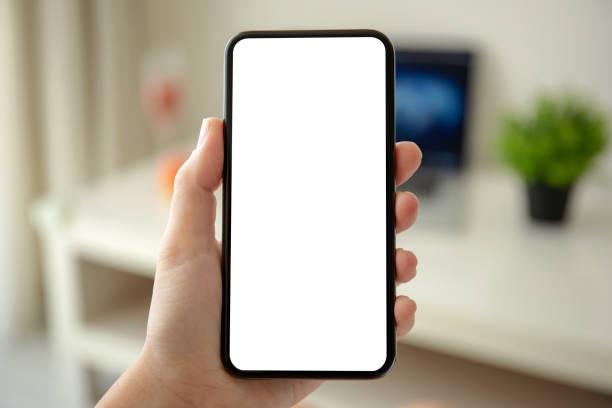weibliche Hände halten Telefon mit isoliertem Bildschirm im Raum – Foto