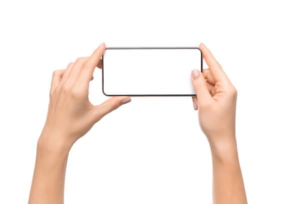 weibliche hände fotografieren auf dem smartphone mit leerem bildschirm - fotohandy stock-fotos und bilder