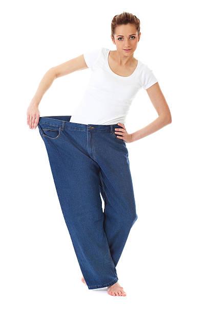 weibliche für ihren alten großen jeans, diät-konzept - damen sporthose übergröße stock-fotos und bilder