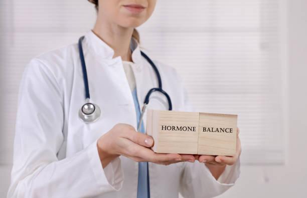 kvinnliga hormonbalansen, gynekologi koncept - hormon bildbanksfoton och bilder