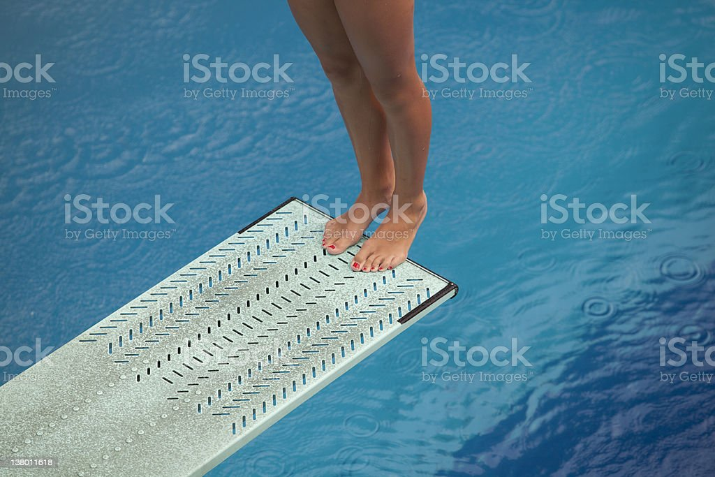Femmes jambes plongeoir de la piscine stock photo libre for Plongeoir de piscine
