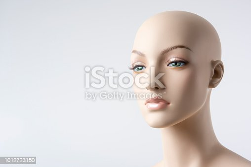 The face of a female mannequin.