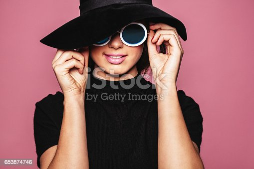 istock Female model with hat and stylish sunglasses 653874746