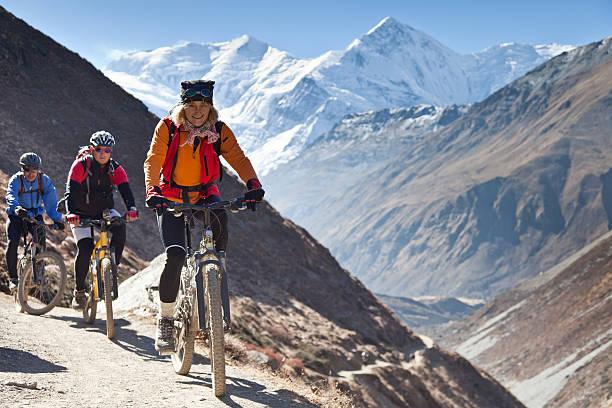 Weibliche Führungskraft auf Mountain bike world championships Annapurna, Nepal-Circuit – Foto