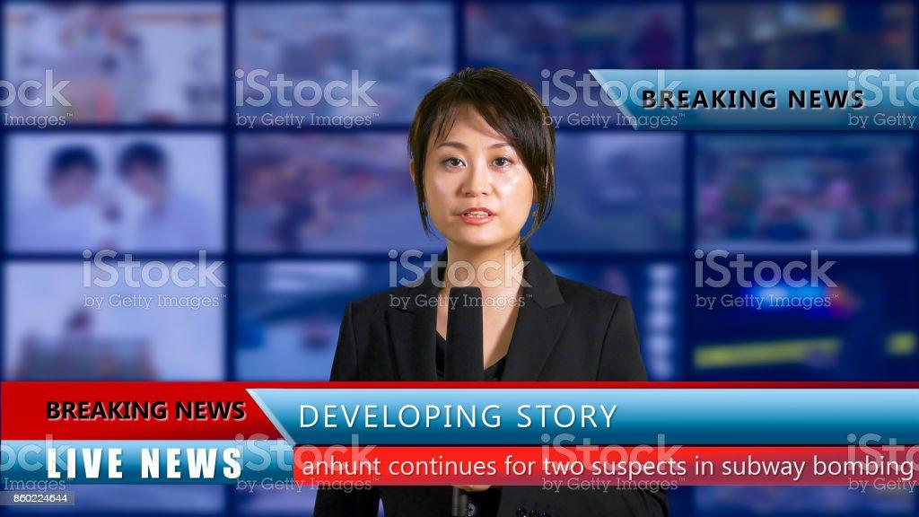Weibliche Nachrichtensprecherin im studio – Foto