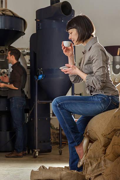 Weibliche Inhaber eines Kaffee Roastery – Foto