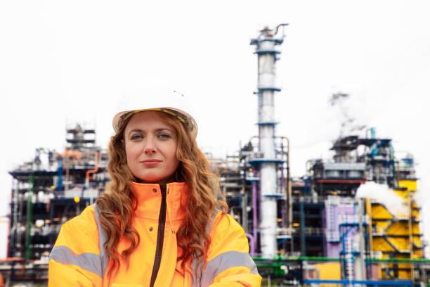 Vrouwelijke petrochemische inspecteur foto