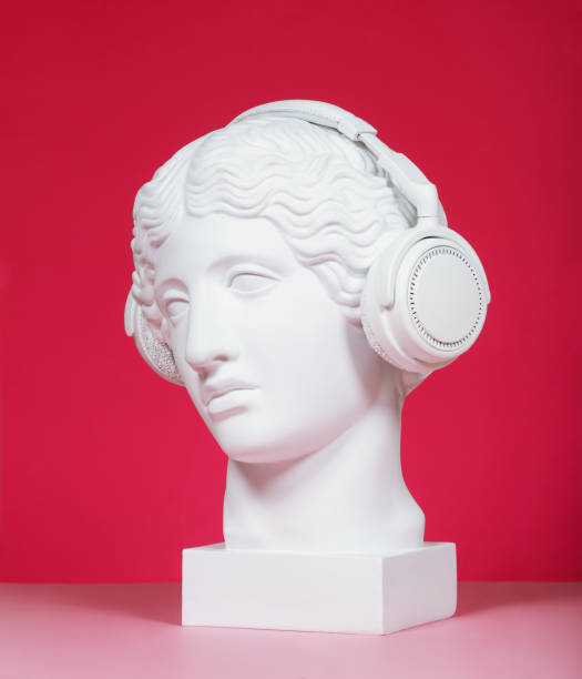 female plaster head with headphones - statua foto e immagini stock