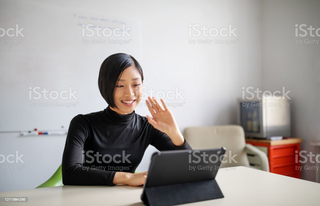Female professional making a video call in office - Royalty-free 25-29 Years Stock Photo