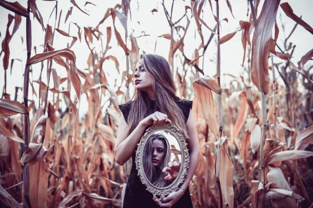 female roaming the corn fields with a glass mirror - seitas imagens e fotografias de stock