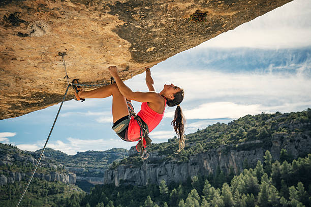 female rock climber in margalef catalonia spain - arrampicata su roccia foto e immagini stock