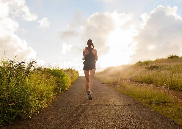female runner - jogging hill bildbanksfoton och bilder