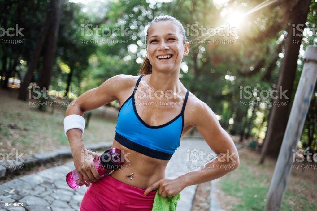 Vrouwelijke atleet poseren royalty free stockfoto