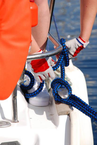 seemannsbindenseil - segelhandschuhe stock-fotos und bilder