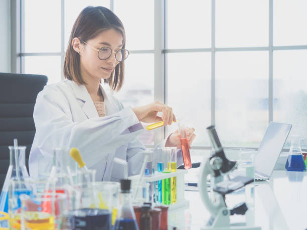 Female scientists are experimenting.Many scientific experiments are on the table. Female scientists are experimenting.Many scientific experiments are on the table. biochemist stock pictures, royalty-free photos & images