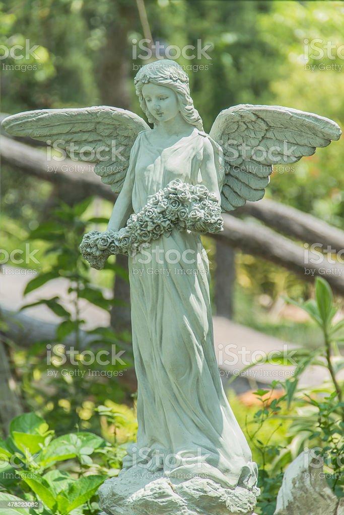 sculpture femme dans un jardin paisible - Photo