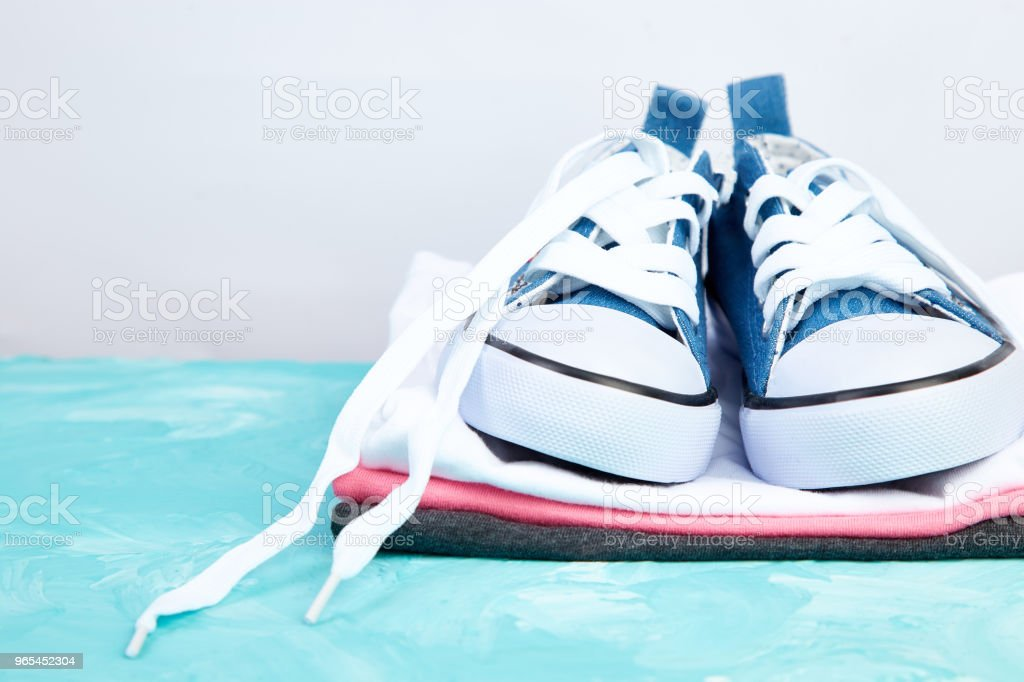 Female sneakers shoes and tee zbiór zdjęć royalty-free