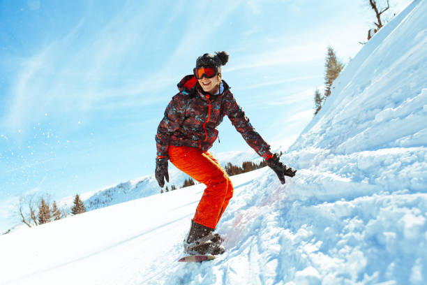 Female snowboarder having fun on ski track Female snowboarder having fun on ski track ski goggles stock pictures, royalty-free photos & images