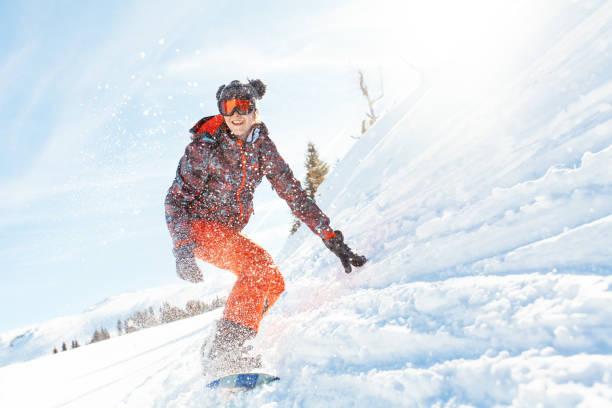 Female snowboarder having fun on ski track picture id922072340?b=1&k=6&m=922072340&s=612x612&w=0&h=vjhfwd02y656xaqdeaeu 6qencskipeds9zqir1eoh8=