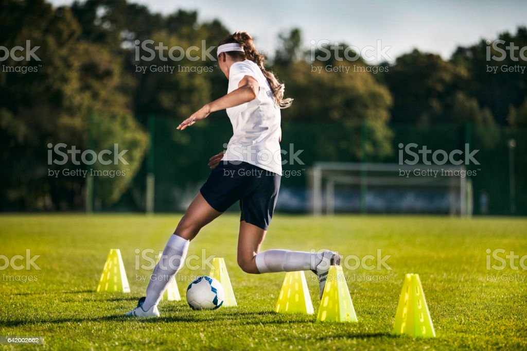 Female soccer player - slalom drills training – Foto