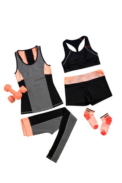 Weiblichen Sportbekleidung mit Fitnessgeräte isoliert auf weißem Hintergrund – Foto