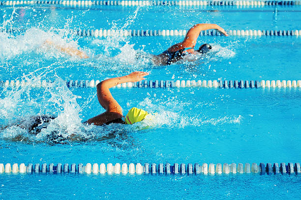Weibliche Sport Freestyle Schwimmer Racing im Swimmingpool Girl Power – Foto