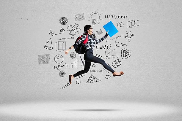 Estudiante mujer y la escuela garabatos - foto de stock