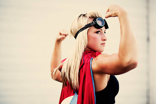 weibliche superheld - damen umhänge stock-fotos und bilder