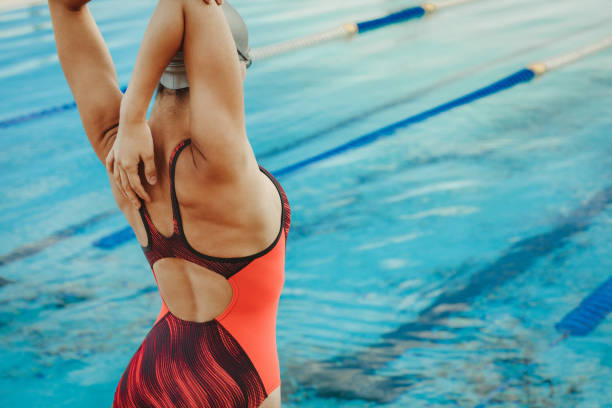 female swimmer stretching body before swim - swim arms imagens e fotografias de stock