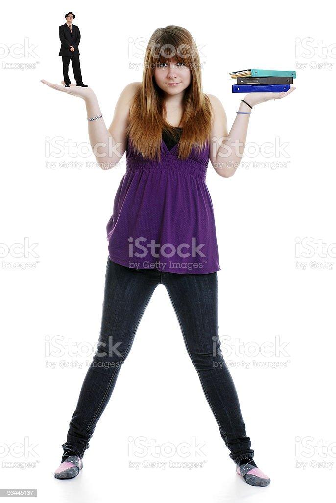 Weibliche teenager balancing boyfriend-Schule und Arbeit Lizenzfreies stock-foto