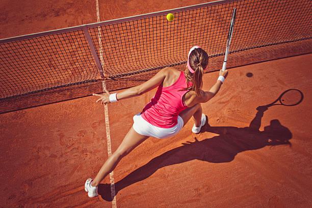 mujer jugador de tenis - tenis fotografías e imágenes de stock