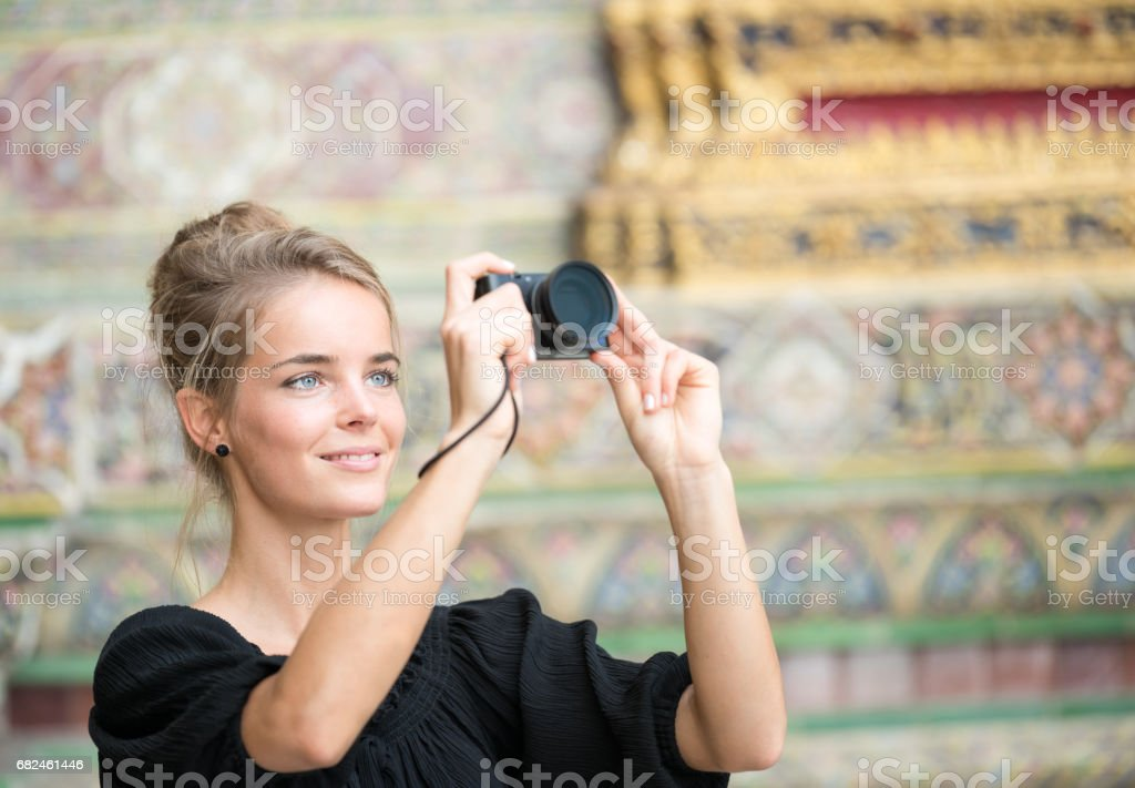 Kadın turist çekim Grand Palace Bangkok, Tayland royalty-free stock photo
