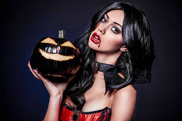 female vampire and black pumpkin - vampir schminken frau stock-fotos und bilder