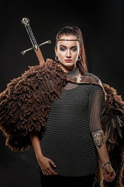 female viking warrior - indumento corazzato foto e immagini stock