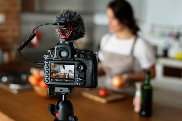 Female vlogger recording cooking related broadcast at home picture id928725028?b=1&k=6&m=928725028&s=612x612&w=0&h=wktlnwmt5ct0mqyqtsbu8ezp2krprlrxqb8etd4c9qq=