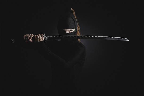 guerrero hembra - ninja fotografías e imágenes de stock