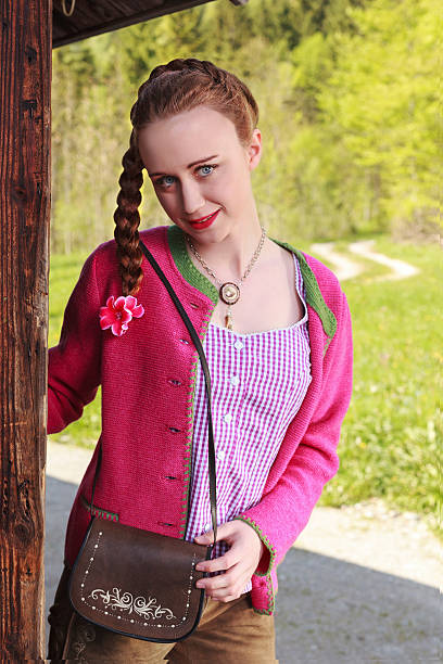 weibliche frau mit geflochtenen haaren - moderne dirndl stock-fotos und bilder