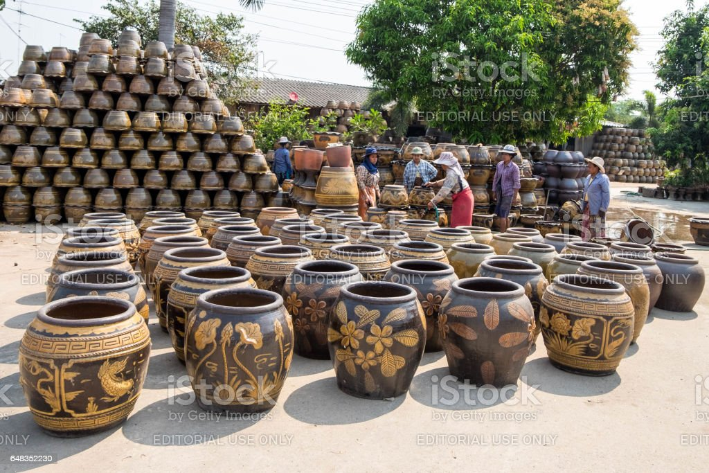 Female workers washing Dragon pattern flower pots.
