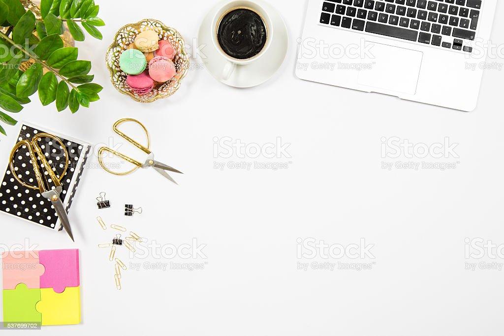 Photo de féminin bureau de travail usine de café et biscuits pour