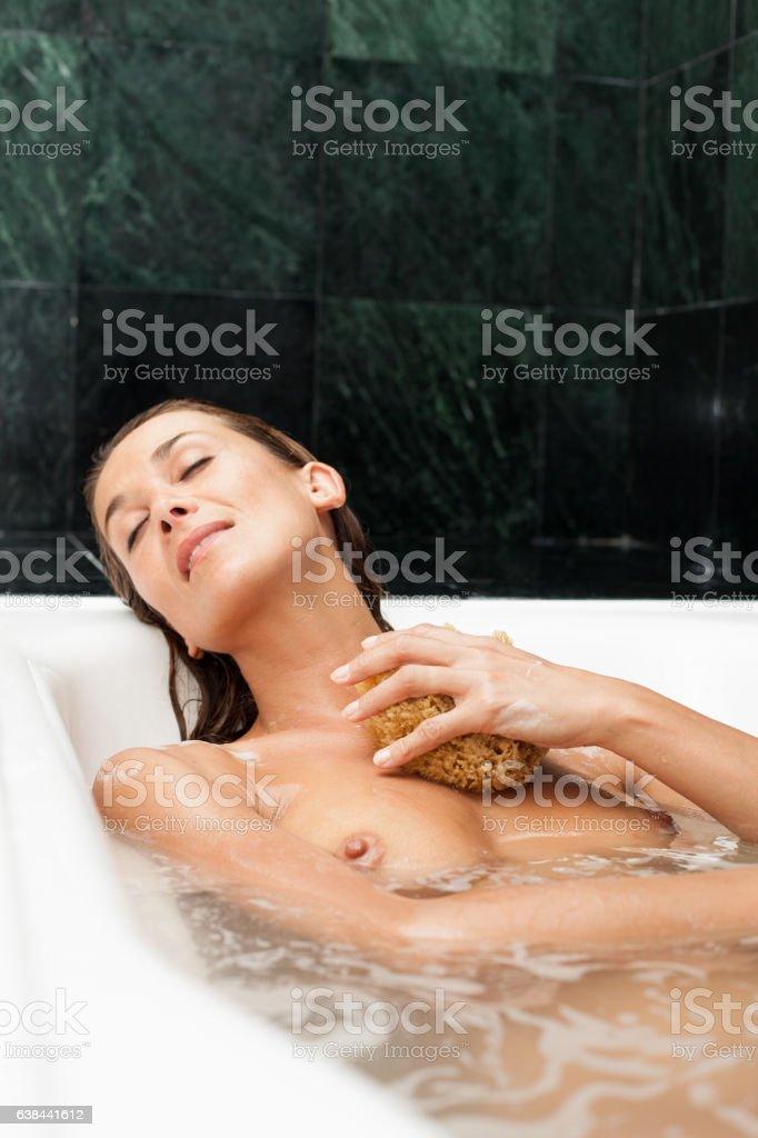 valeur formidable prix incroyables tout neuf Femme Dans Son Bain Stock Photo - Download Image Now - iStock