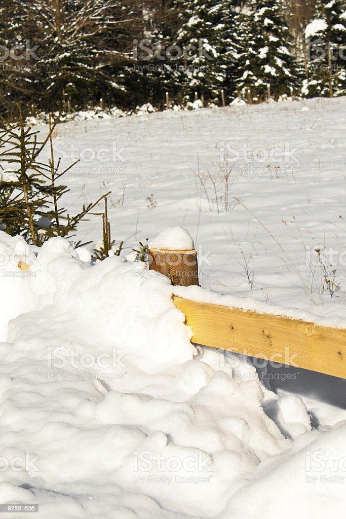 Barrière recouvert de neige photo libre de droits