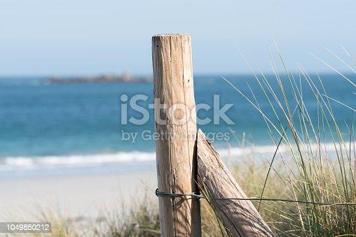 Ein Zaun am Strand