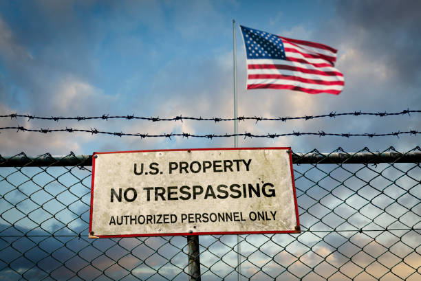 Fence on the border of the USA Fence with barbed wire and warning sign on the border of the USA border patrol stock pictures, royalty-free photos & images