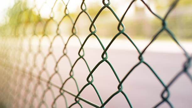 barrière  - grillage photos et images de collection