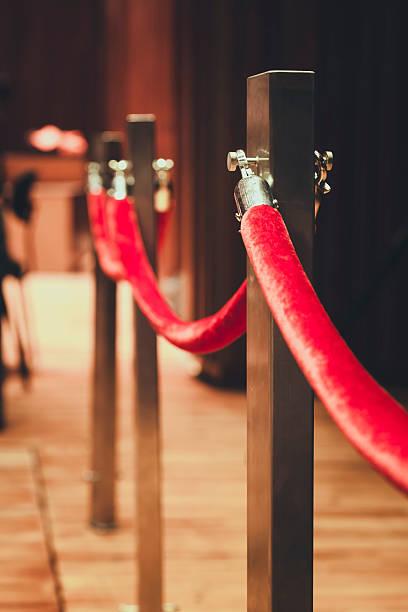 muro vara red corda anexada, com área de carpete vermelho - eventos de gala - fotografias e filmes do acervo