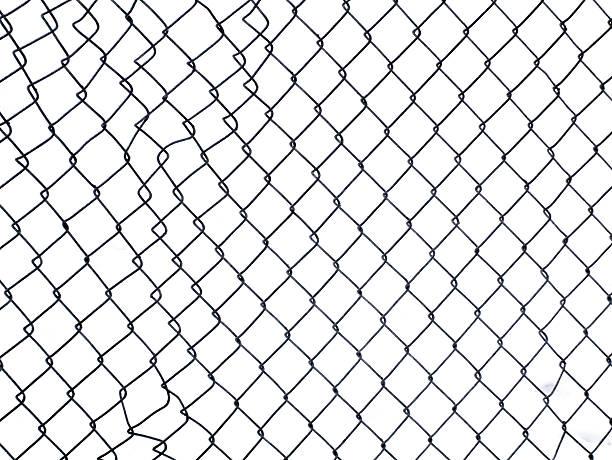 clôture avec un tracé de détourage - grillage photos et images de collection