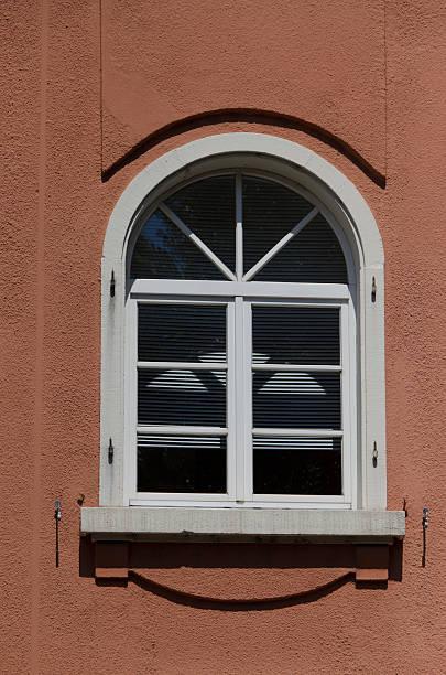 fenêtre cintrée – Foto