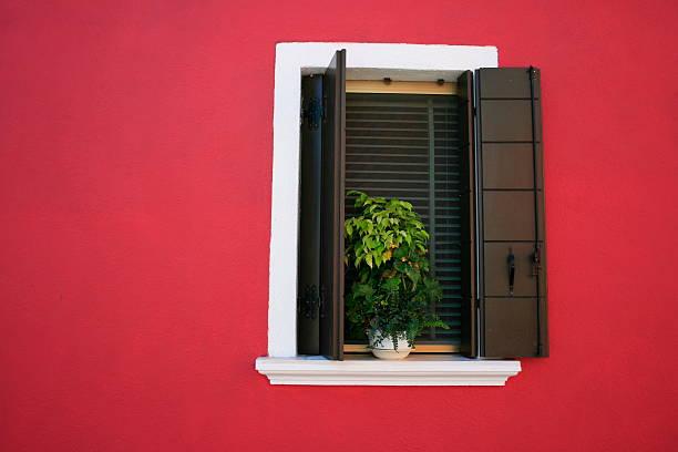 fenêtre d'une maison de burano en'Italie