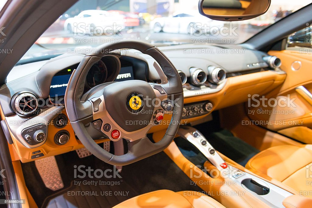 F12 Ferrari Berlinetta Zwölf Zylinder Gt Sport Auto Innenraum Stockfoto Und Mehr Bilder Von 2016 Istock