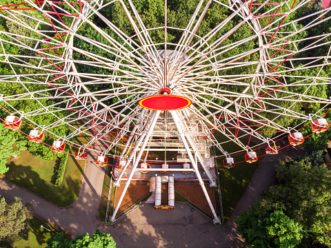 Pariserhjul På En Nöjespark Flygfoto-foton och fler bilder på Avkoppling